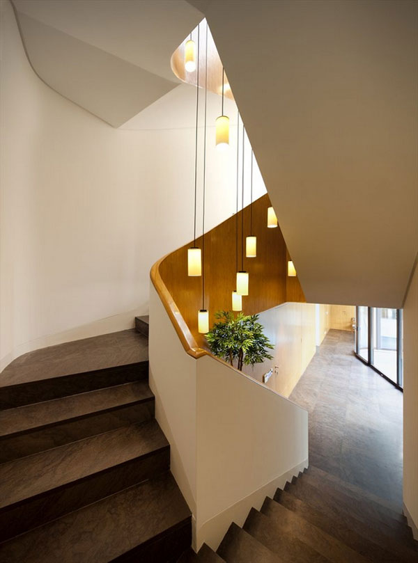 Staircase with beautiful lighting of the luxury Mop House by AGI Architects