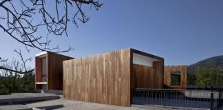 Rectilinear Architecture Design: La Dehesa House in Lo Barnechea, Chile
