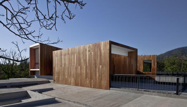 Rectilinear Architecture Design: La Dehesa House in Lo Barnechea, Chile