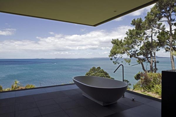 Bathroom with a breathtaking view - House on a Cliff in Auckland, New Zealand