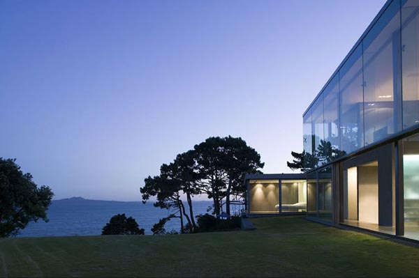 Cliff House by Fearon Hay Architects in Auckland, New Zealand