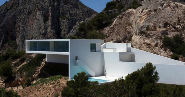 Luxury Cliff House in Spain by Fran Silvestre Arquitectos