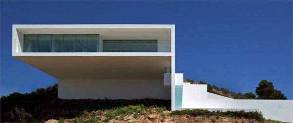 Luxury House on a Cliff in Spain by Fran Silvestre Arquitectos