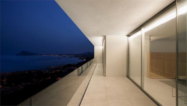 Perfect View of a Spanish Cliff House by Fran Silvestre Arquitectos