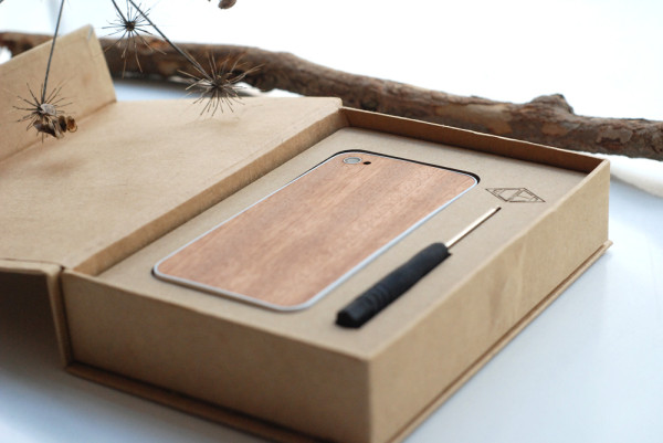 Eden packaging for wooden iPhone decor