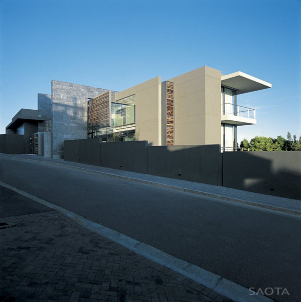 St Leon 10 in Bantry Bay, Cape Town by SAOTA and Antoni Associates