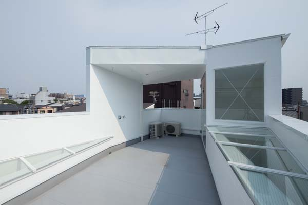 House in Tamatsu - roof terrace