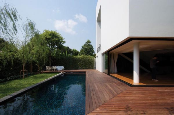 Baan Moom House in Bangkok, Thailand by Integrated Field