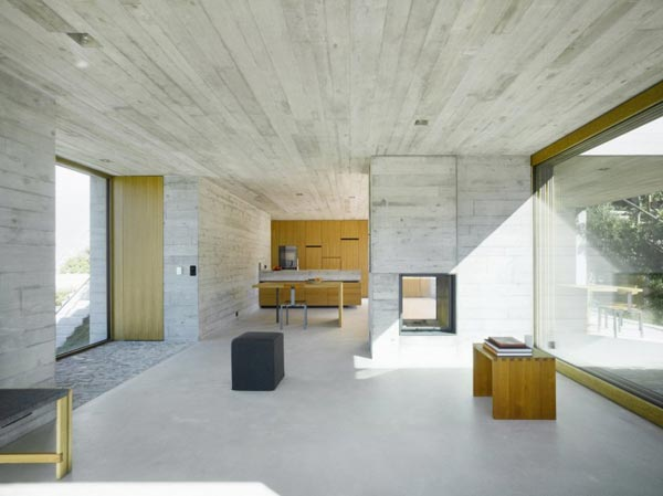 Concrete house in switzerland by wespi de meuron romeo for Minimalist concrete house
