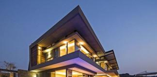 Albizia House in Simbithi Eco-Estate by Metropole Architects