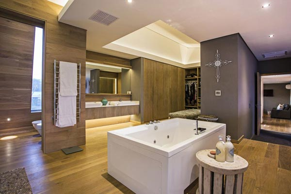 Luxurious Bathroom of the Albizia House by Metropole Architects