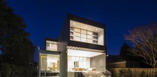 Modern House with Pool in Sydney, Australia by Zouk Architects