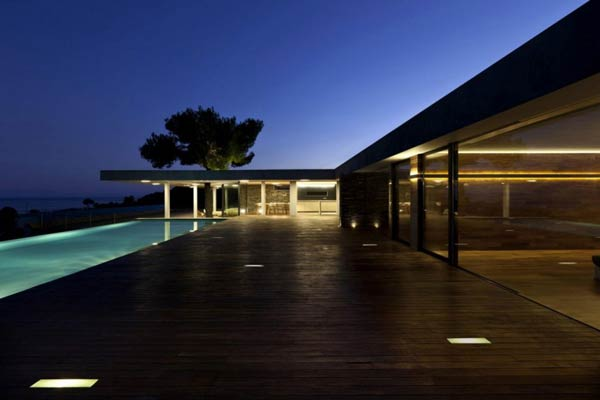 Pool and Terrace of the Plane House by K Studio