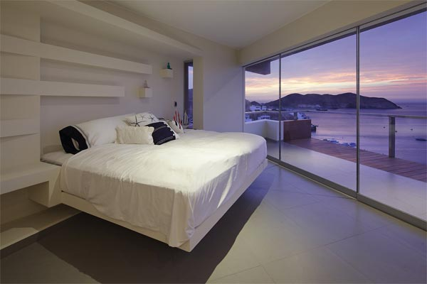 Veronica Beach House in Pucusana, Lima - Peru by Longhi Architects