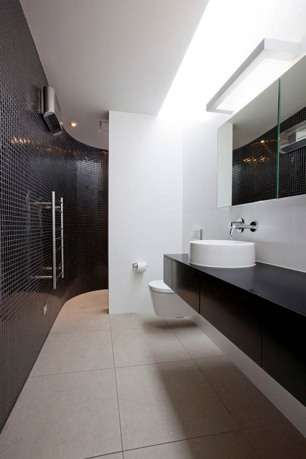 Bathroom of the Redcliffs House in Christchurch, New Zealand by MAP Architects