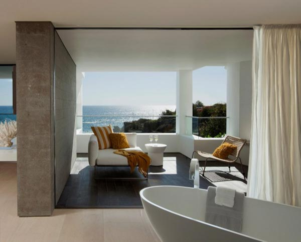 Bathroom of the Rockledge Residence in Laguna Beach, California by Horst Architects and Aria Design