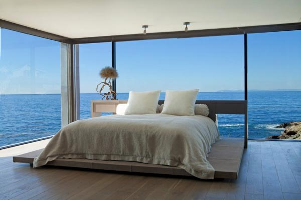 Bedroom of the Rockledge Residence in Laguna Beach, California by Horst Architects and Aria Design