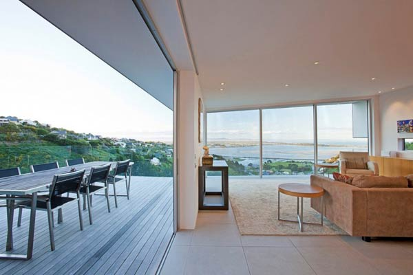 Perfect View of the Redcliffs House in Christchurch, New Zealand by MAP Architects
