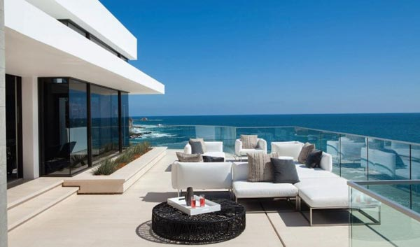 Terrace of the Rockledge Residence in Laguna Beach, California by Horst Architects and Aria Design