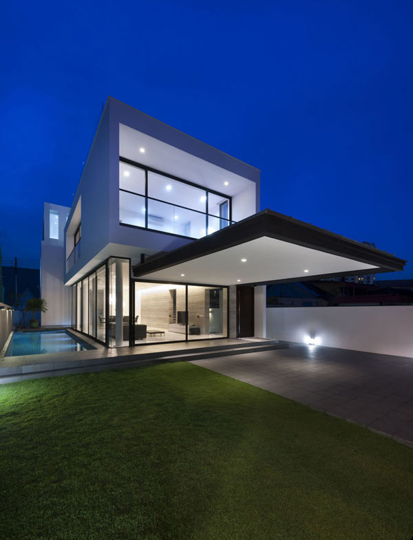 Alnwick Road House in Singapore by Park + Associates