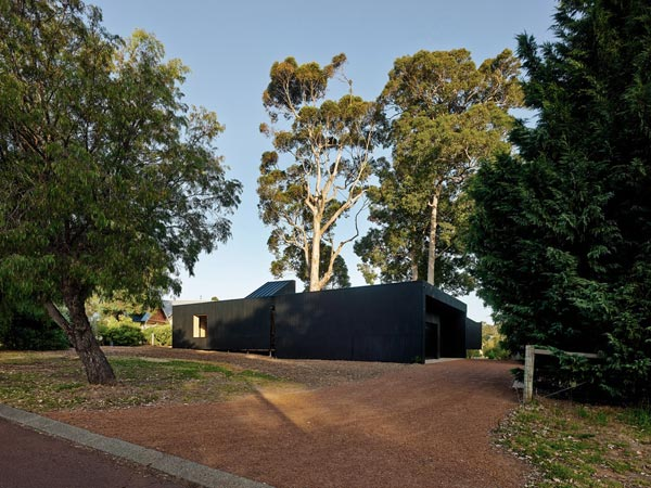 Karri Loop House by MORQ architects
