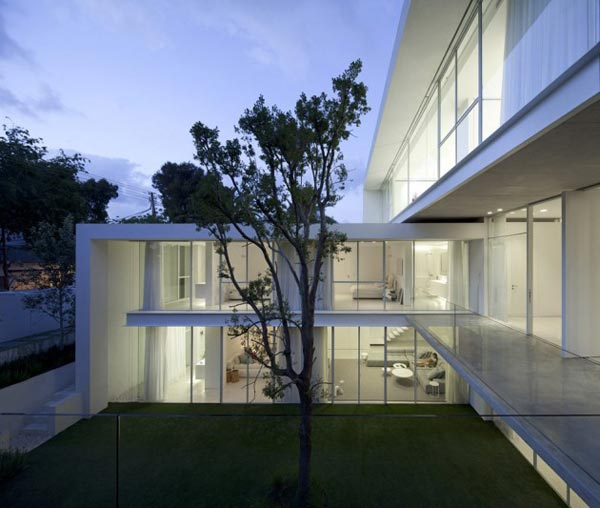 Family House in Israel by Pitsou Kedem Architects