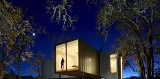 Moose Rd House by Mork-Ulnes Architects