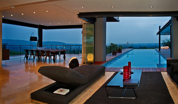 Living Area and Pool of House Lam in Johannesburg, South Africa