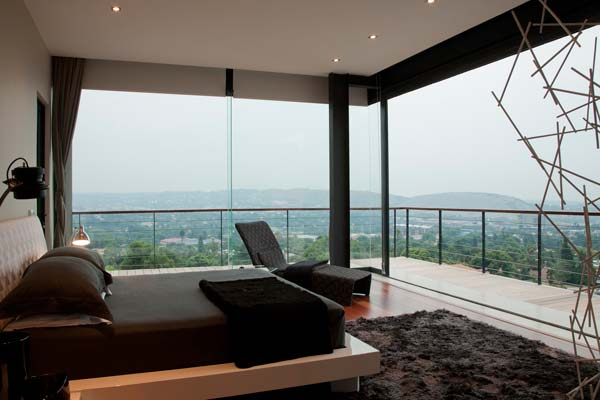 Bedroom with breathtaking view - House Lam in Johannesburg, South Africa