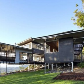 House in Maleny, Australia by Bark Design Architects