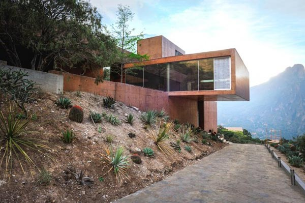 The modern architecture of the Narigua House in El Jonuco, Mexico.