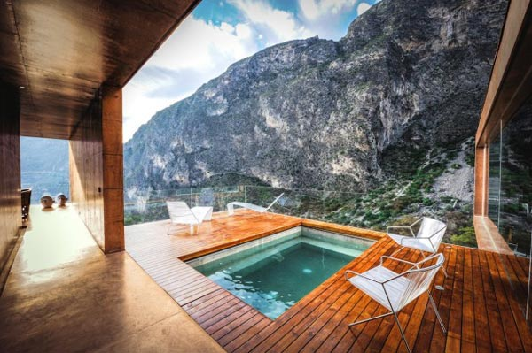 Pool and a breathtaking view of the mountains.