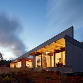 Cast-in-place Concrete House in Hawaii