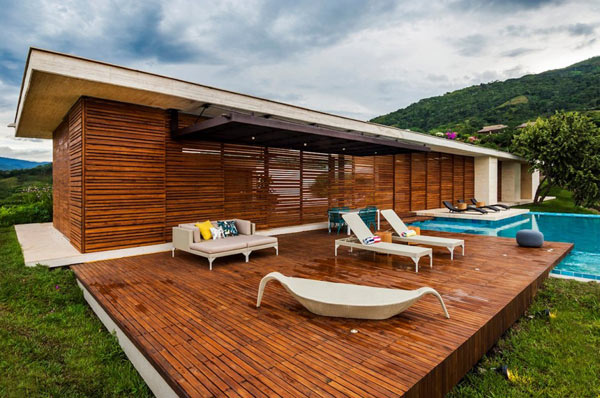 Casa 7A with closed wooden facades