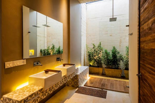 The classy bathroom and shower of Casa 7A