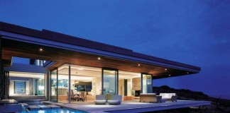 The nice terrace with pool of the Cove 6 house ensures perfect relaxation and quality of life.