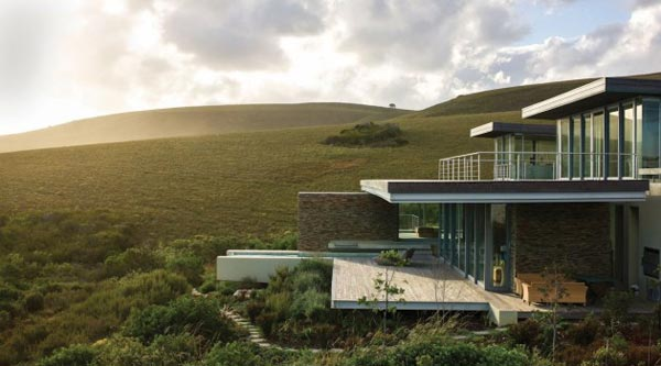 This project is an encounter between modern architecture and comfortable living with beautiful nature.