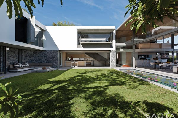 The protected garden of the De Wet 34 house offers peace and privacy.