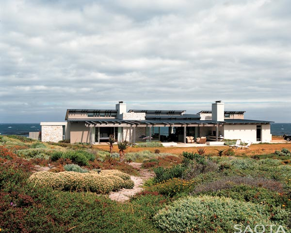 The Sprecher home at Hangklip, South Africa - Architecture by SAOTA (Stefan Antoni Olmesdahl Truen Architects).