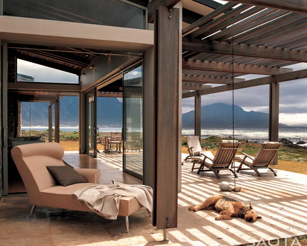 The terrace of the house with views of the mountains and the open sea to the front.
