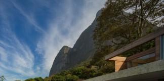 House AL in Rio de Janeiro, Brazil by Studio Arthur Casas.