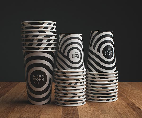 Noodle cups based on simple black and white colors.