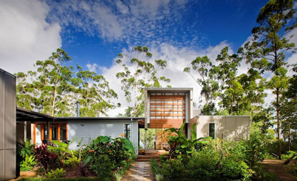 Storrs, a Modern Home Located in Queensland, Australia
