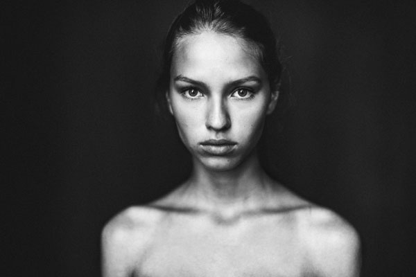 Beautiful black and white portrait photography by Moritz Fuchs.
