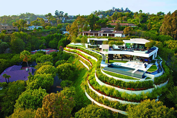 Laurel Way residence in Beverly Hills, California - View of the entire estate.