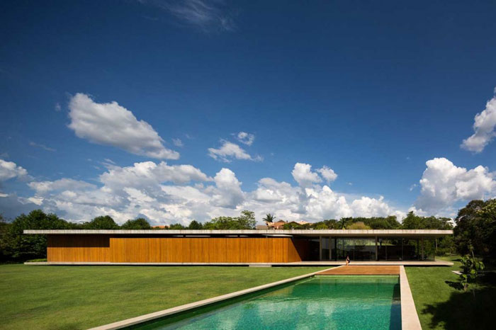 The luxurious Redux house in Sao Paulo, Brazil by studio mk27.