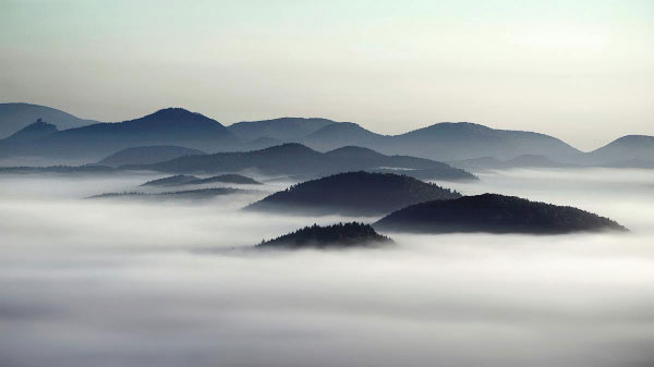 Hills in the fog - Landscape photography by Kilian Schönberger, a photographer from Cologne, Germany.