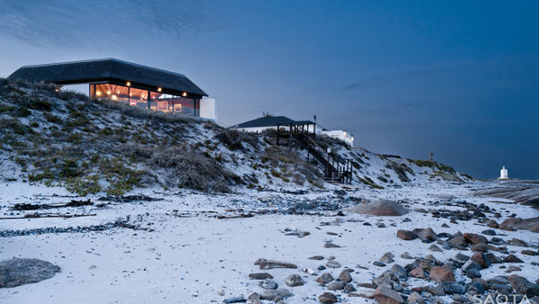 Silver Bay home completed by SAOTA, Antoni Associates & OKHA.