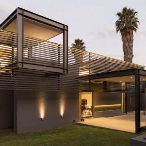 House Sar in Johannesburg, South Africa by Werner van der Meulen