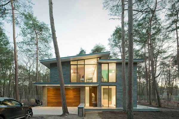 A modern residence in the wooded surroundings of Zeist, a small town in the centre of the Netherlands.
